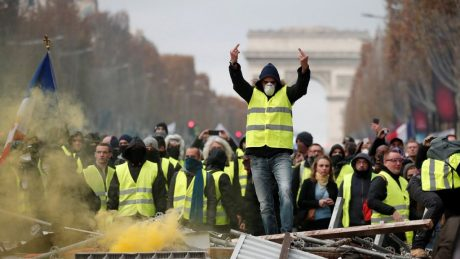 yelllow vest riot protest